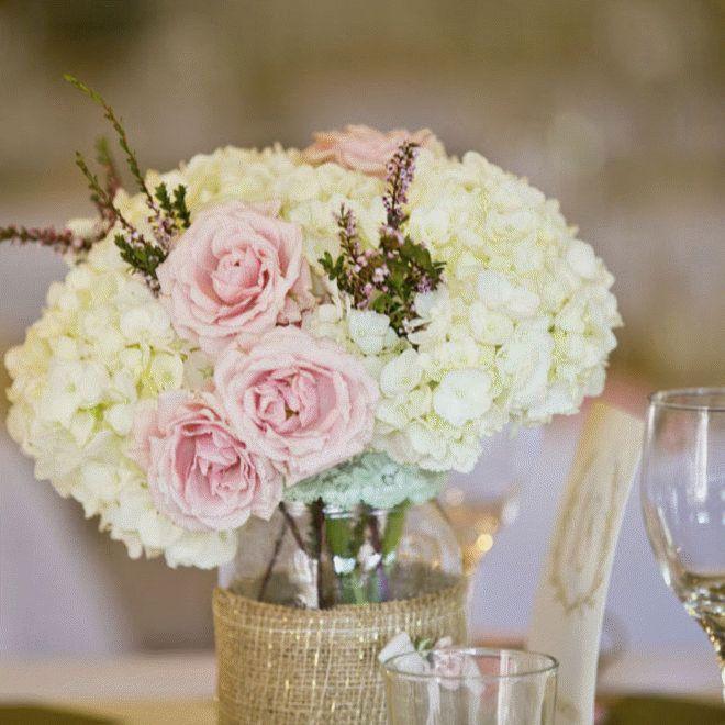 Rote Rosen Oder Lieber Weiße Tulpen Blumen Gehören Bei