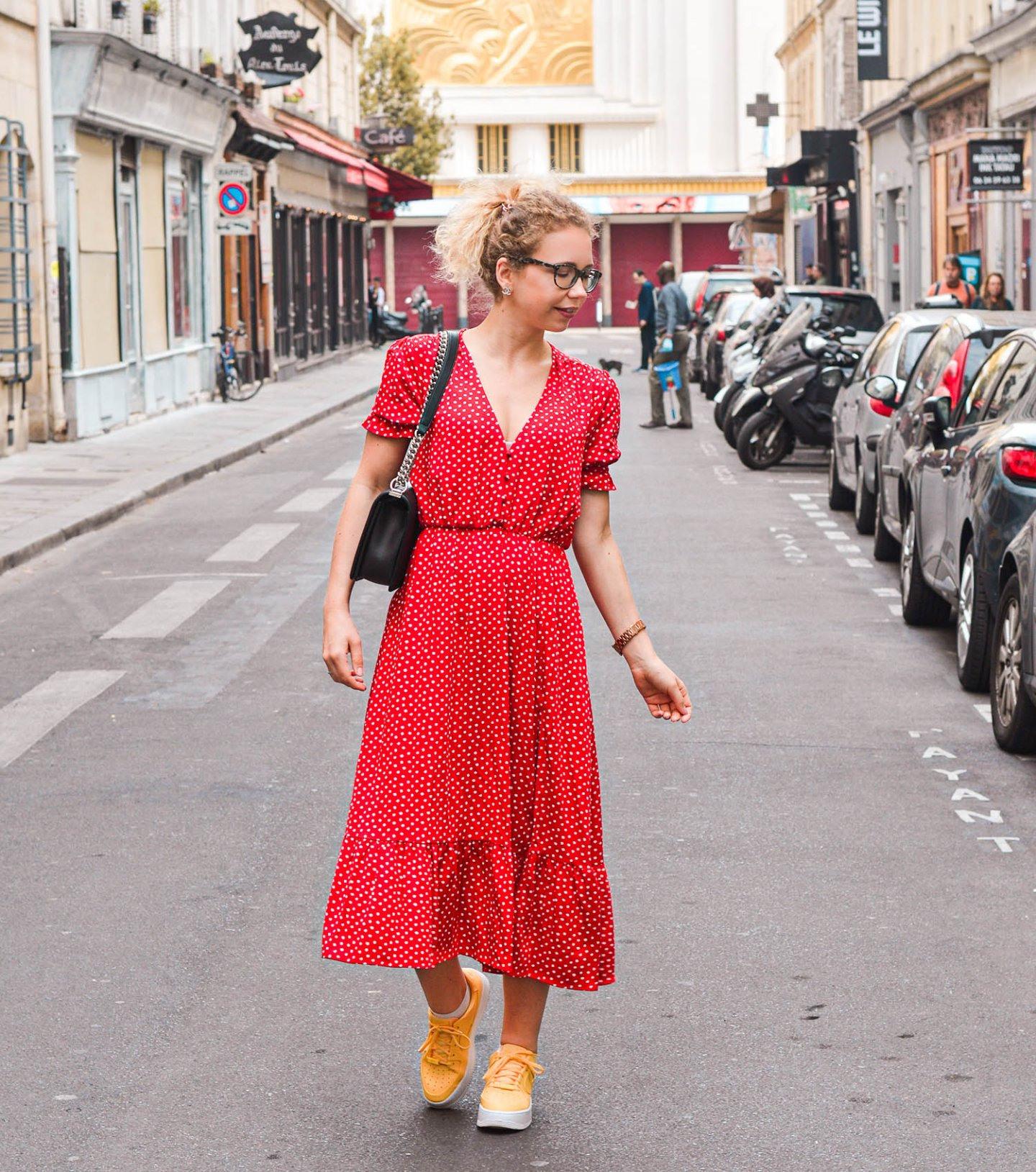 Rotes Pünktchenkleid In Paris  Feeling So Parisian
