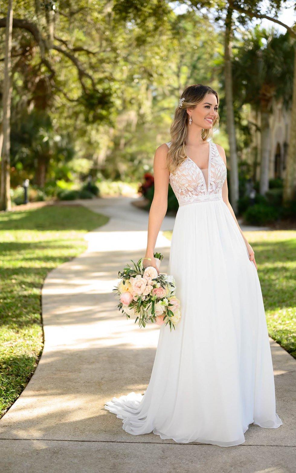 Schlichtes Bohoinspiriertes Hochzeitskleid  Stella York