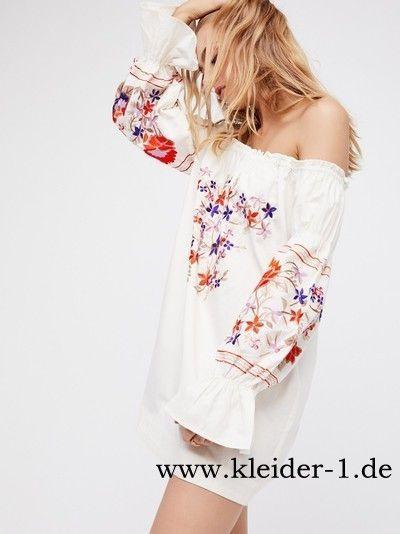 Schulterfreies Sommerkleid In Weiß Mit Blumen  Kurze