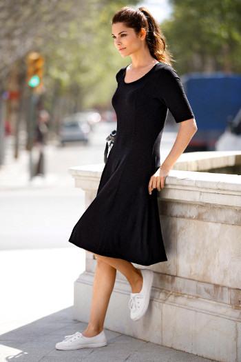 Schwarze Kleider Kombinieren