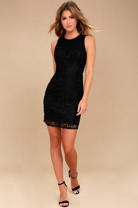 Schwarzes Kleid Figurbetont