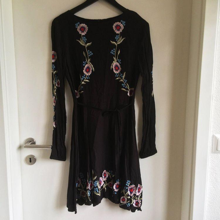 Schwarzes Kleid Mit Blumen Von New Look Kaufen Auf Ricardo