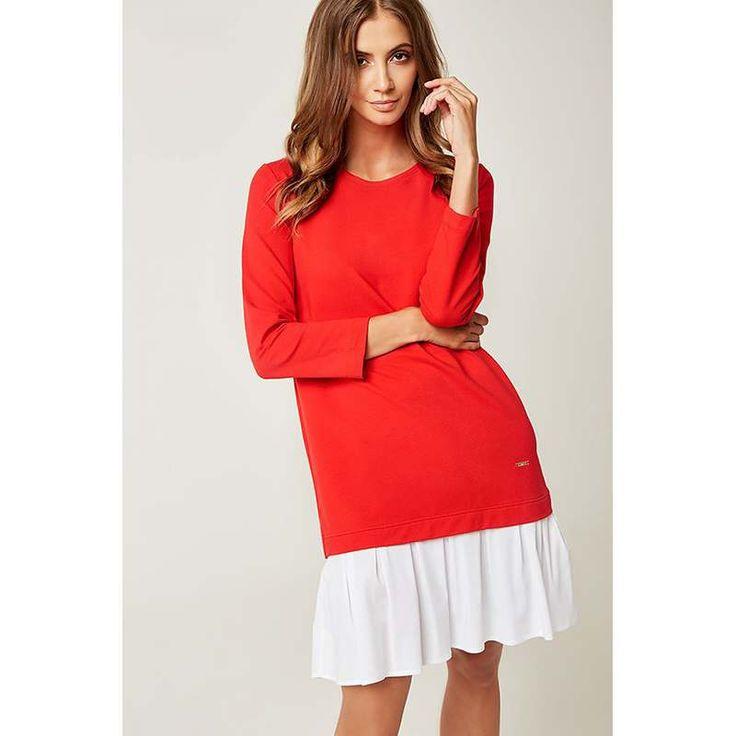 Sehr Aussergewöhnlich Ist Dieses Rotes Langarm Kleid Mit