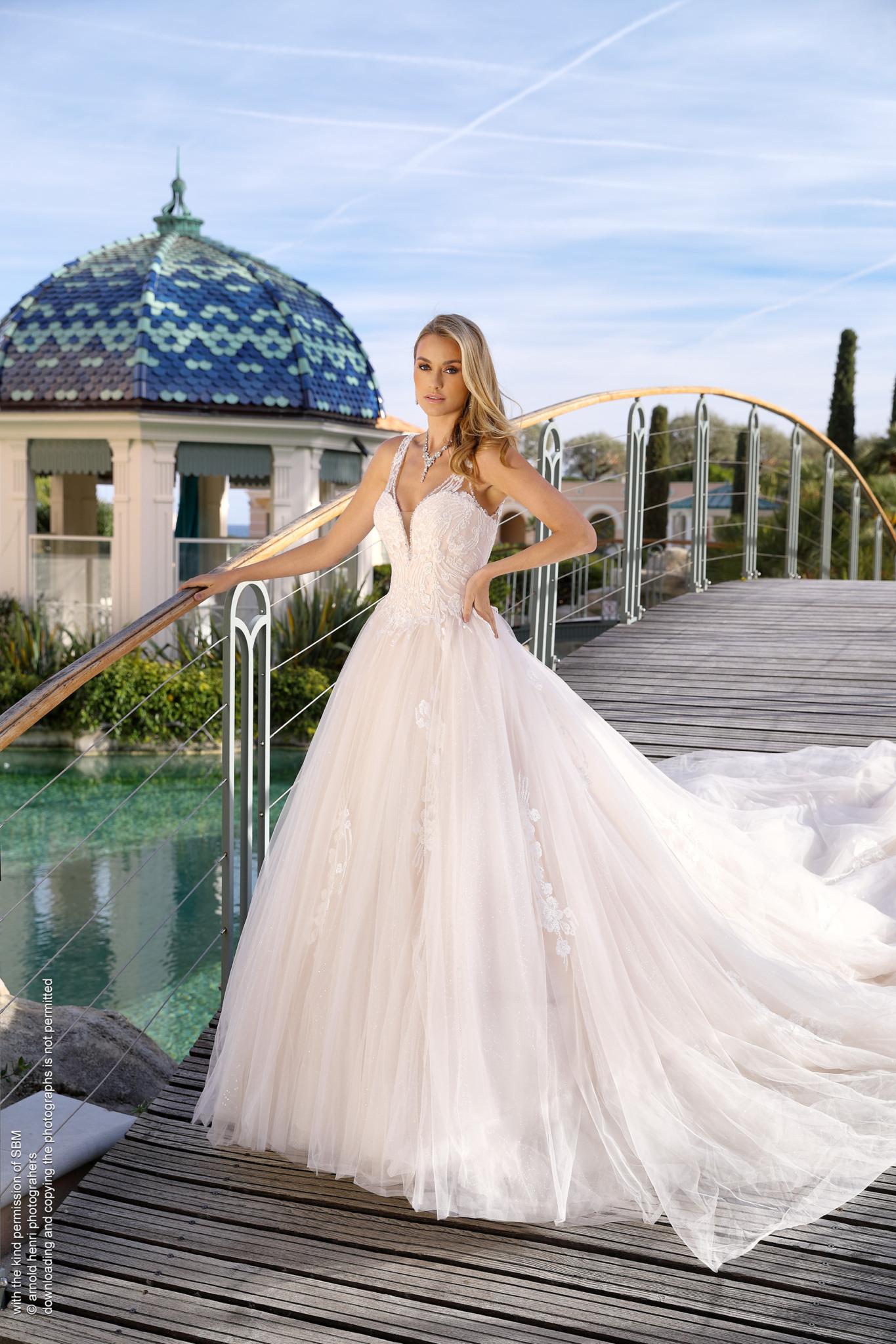 Sissi Prinzessin Hochzeitskleid In Elfenbein Oder Pink