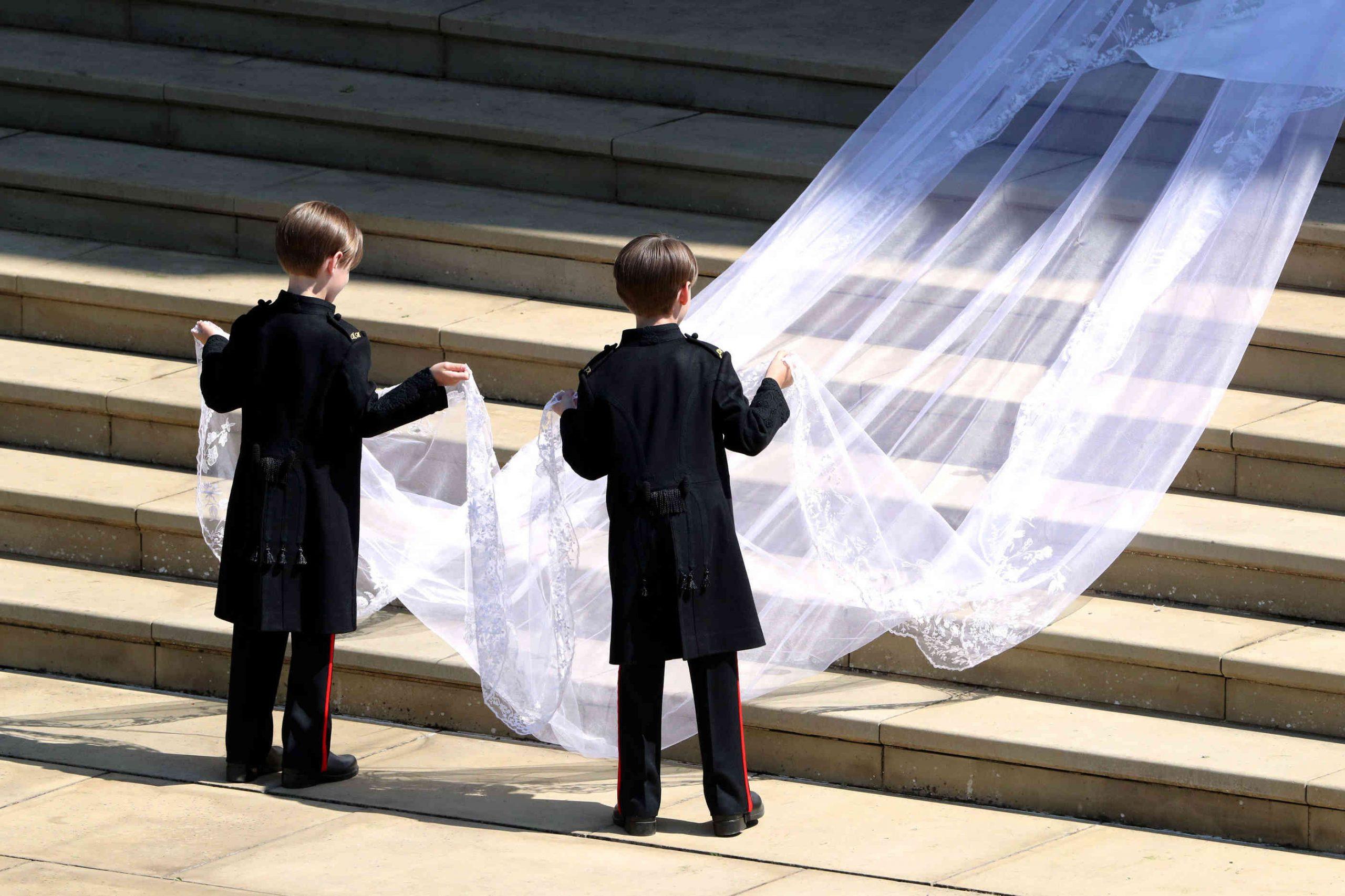 So Sieht Das Hochzeitskleid Von Meghan Markle Aus