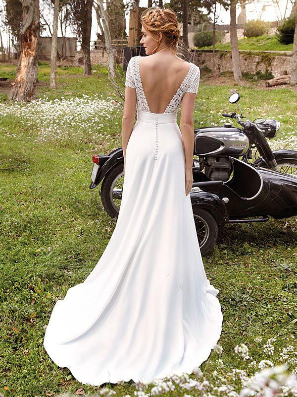 Spitzenbesetztes Brautkleid Im Vintagestil Mit Tiefem