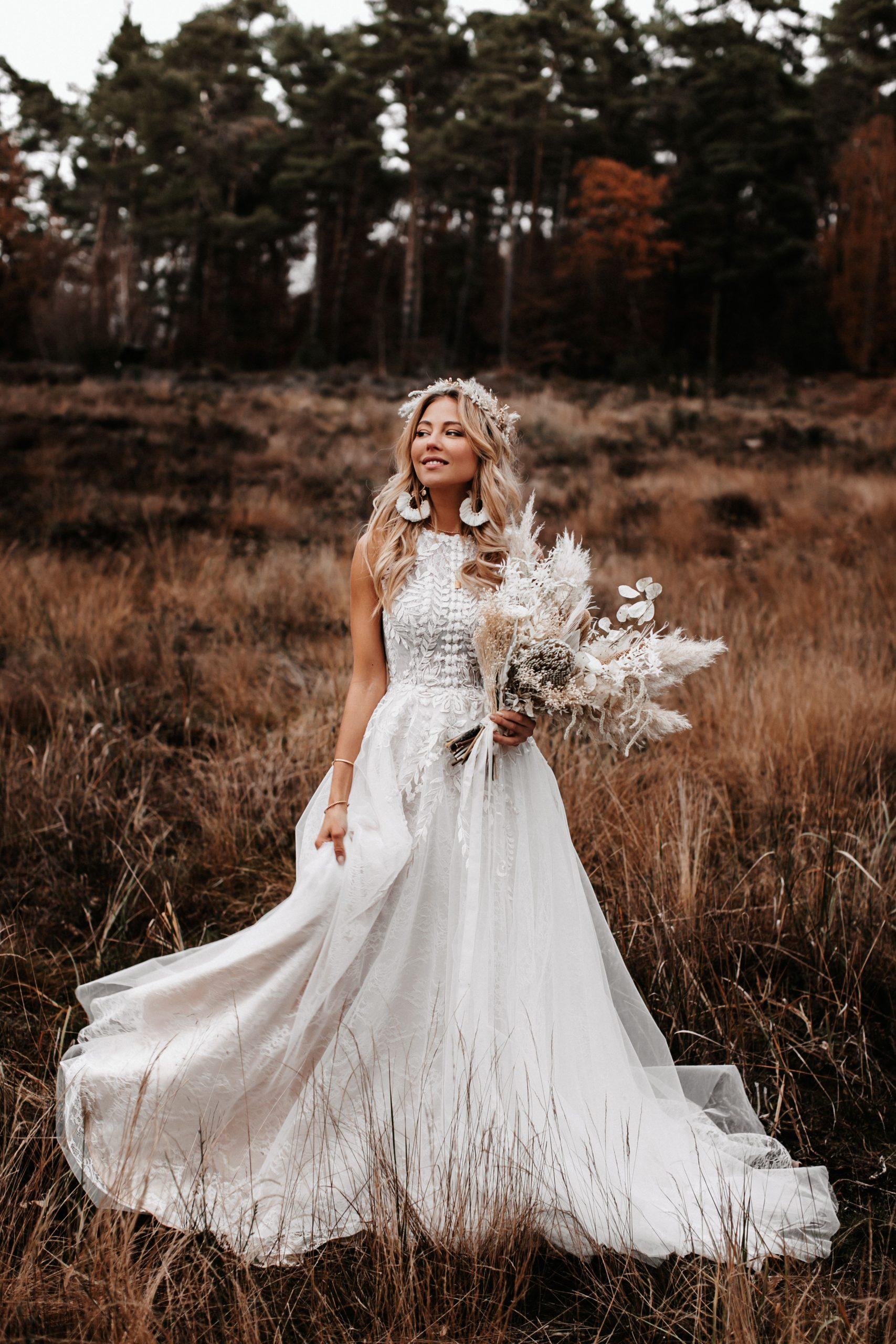 The Boho Bridal In 2020  Einzigartige Kleider Kleid