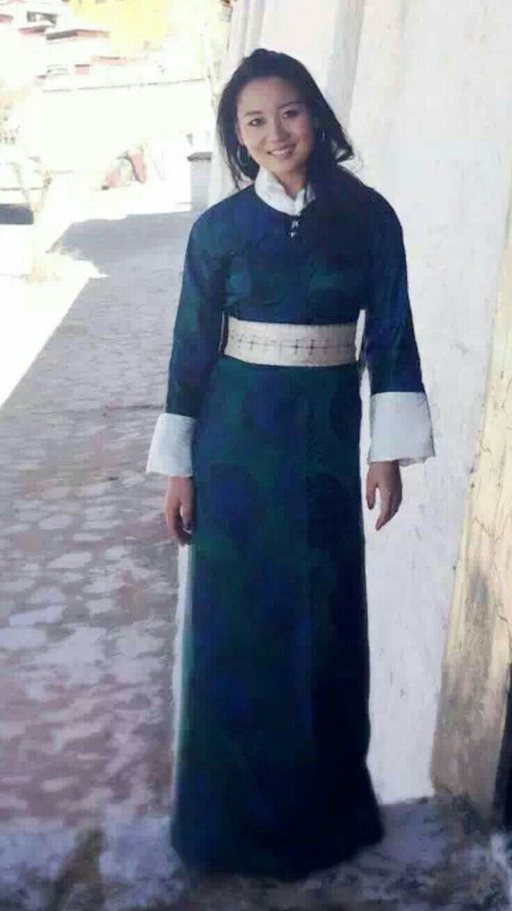 Tibétains Woman In Traditionell Dress In 2020