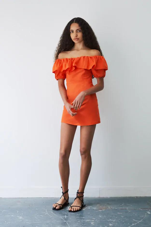 Trägerloses Kleid Mit Volant  Pullbear In 2020  Kleid