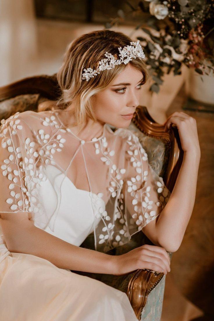 Transparentes Braut Cape Mit 3Dblättern  Julie In 2020