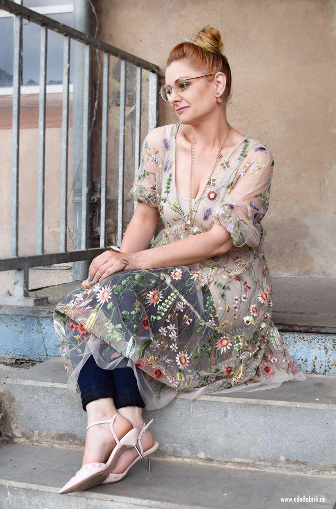 Transparentes Tüllkleid Bestickt Mit Blumen / So Stylst Du