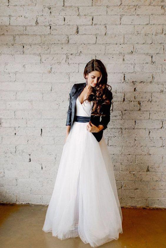 Tüll Hochzeitskleid Mit Einem Schwarzen Flügel Und Eine