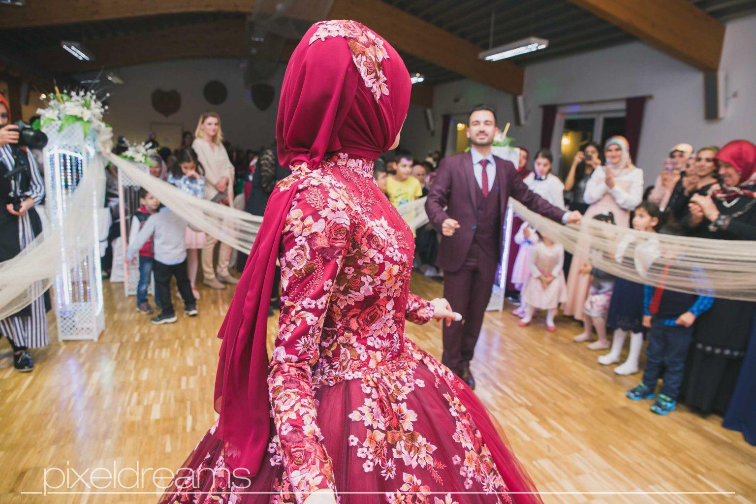Türkische Hochzeit Archive » ᐅ Hochzeitsfotograf  Abendkleid