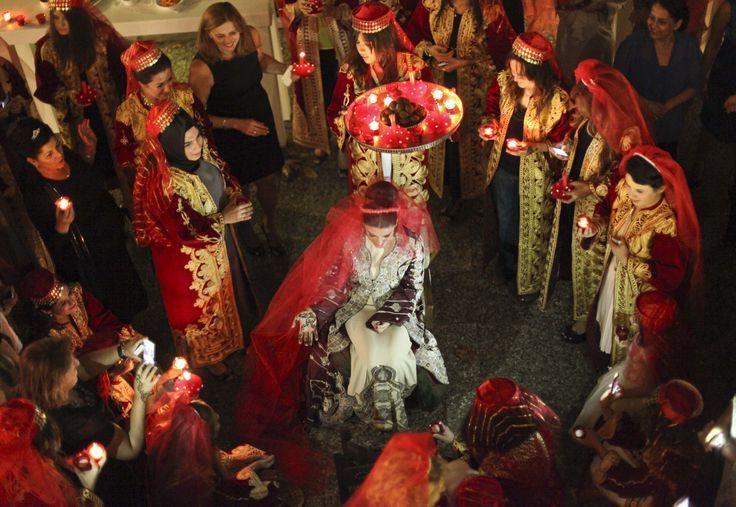 Turkische Hochzeit Rotes Kleid  Hochzeits Idee