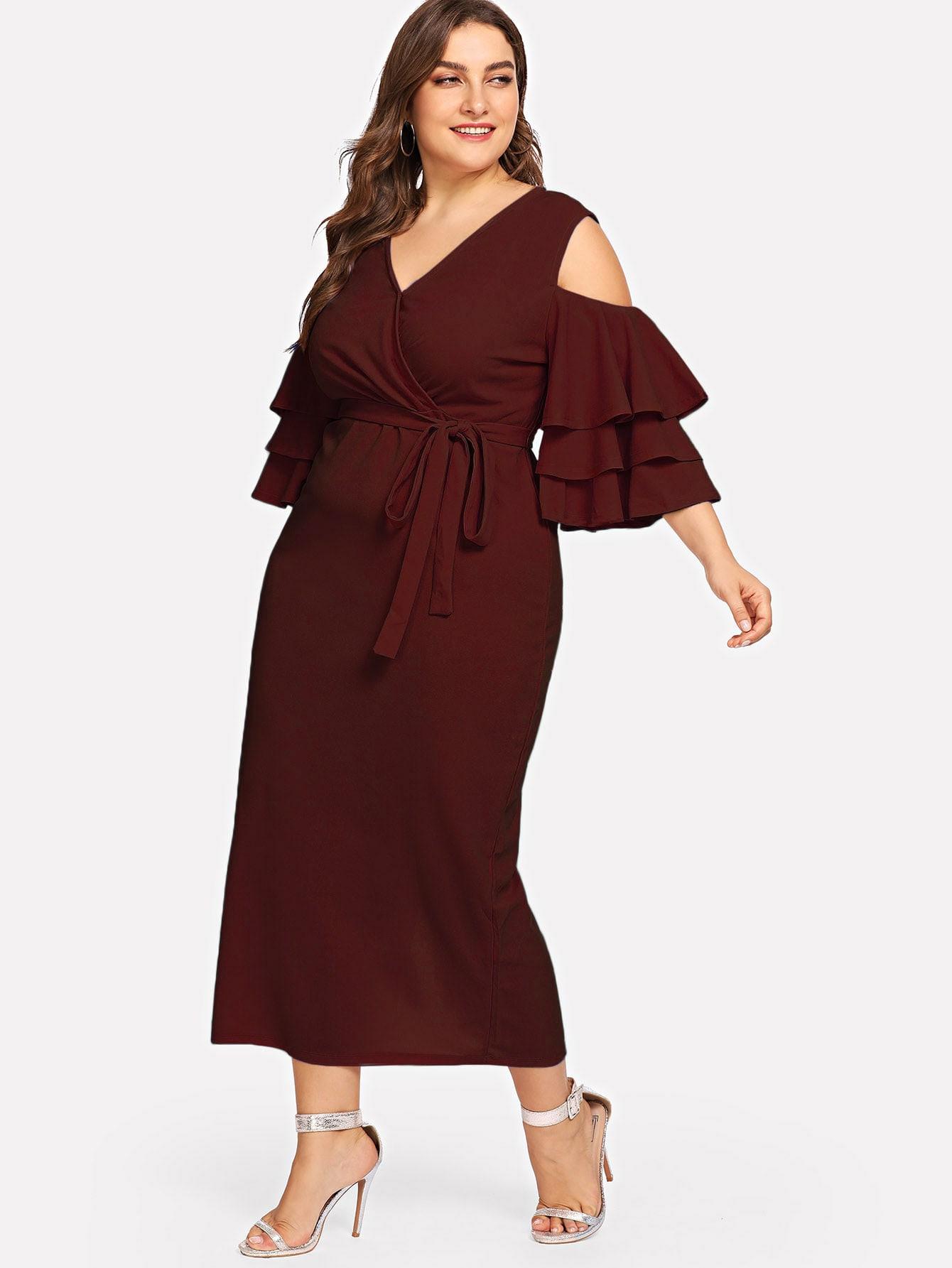 Übergroßes Kleid Mit Schulterfrei Geschichteten Ärmel Und