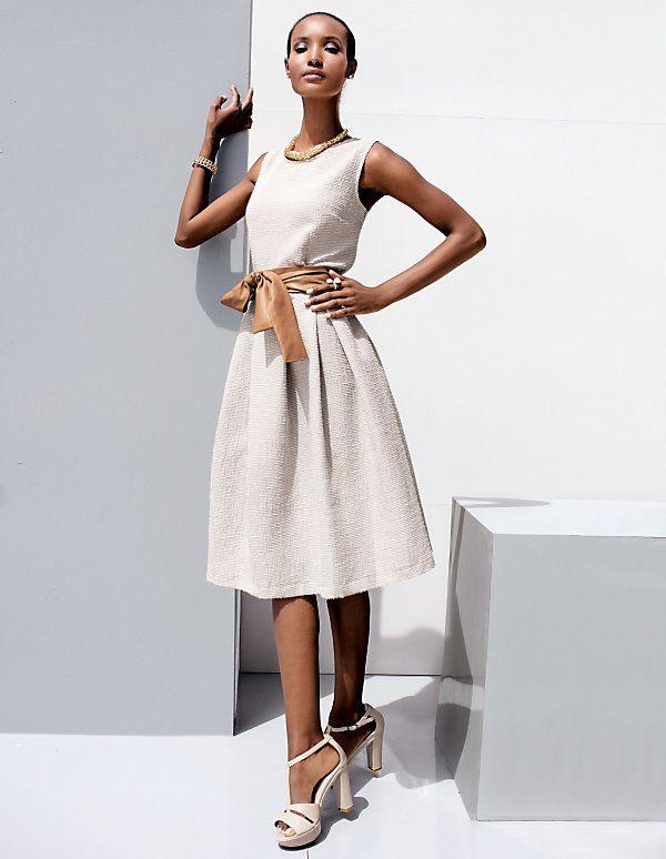 Verspielt Und Klassisch Zugleich Ist Dieses Kleid Aus