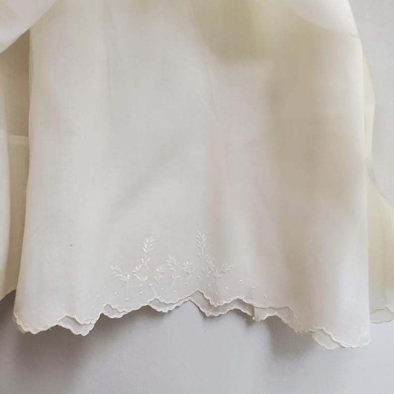 Vintage Mädchen Weißes Kleid Mit Smocking Und Spitze Von