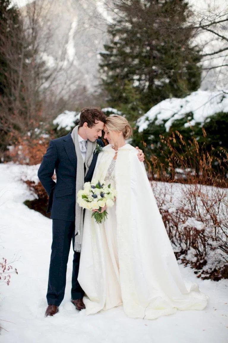 Wedding Coats For Winter Brides 0116  Winter Hochzeit