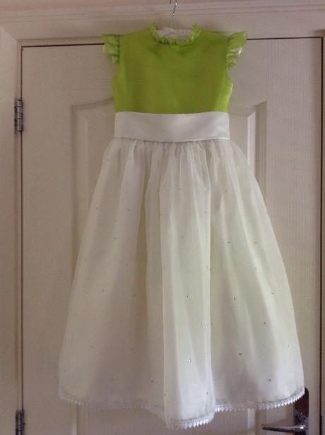 Weißes Kleid Kind Hochzeit