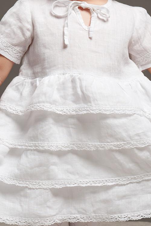 Weißes Leinenkleid Mit Volantrock Und Spitze Für Mädchen