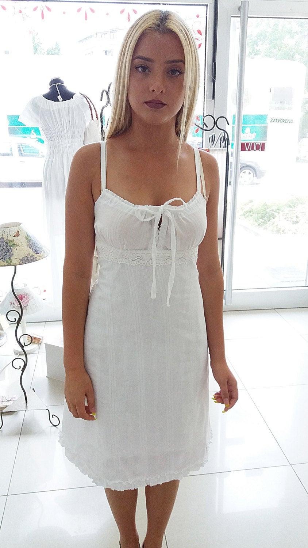 Weisses Sommerkleid Aus Baumwolle