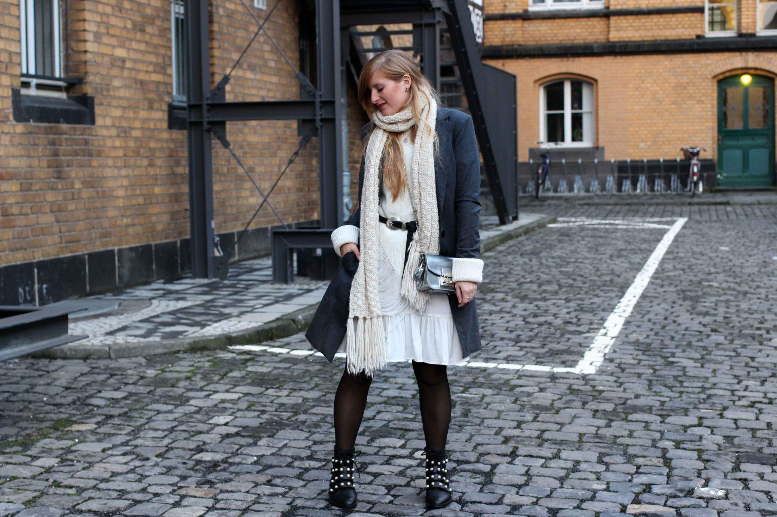 Winterlayering Weißes Kleid Ripped Pullover Asos