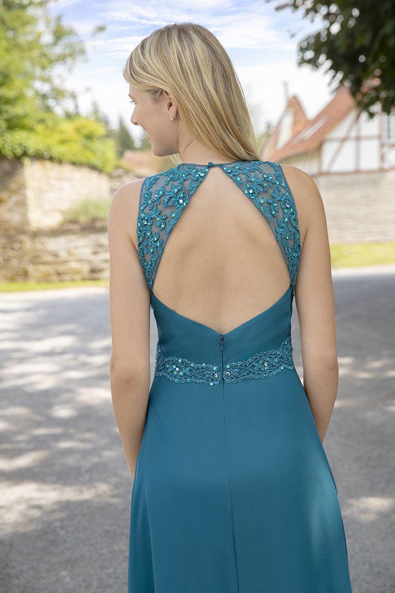 Wunderschöner Rückenausschnitt Mit Viel Spitze In Leicht