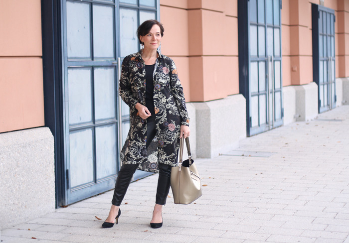Zara Blusenkleid Mit Kunstleder Leggings Und Statement