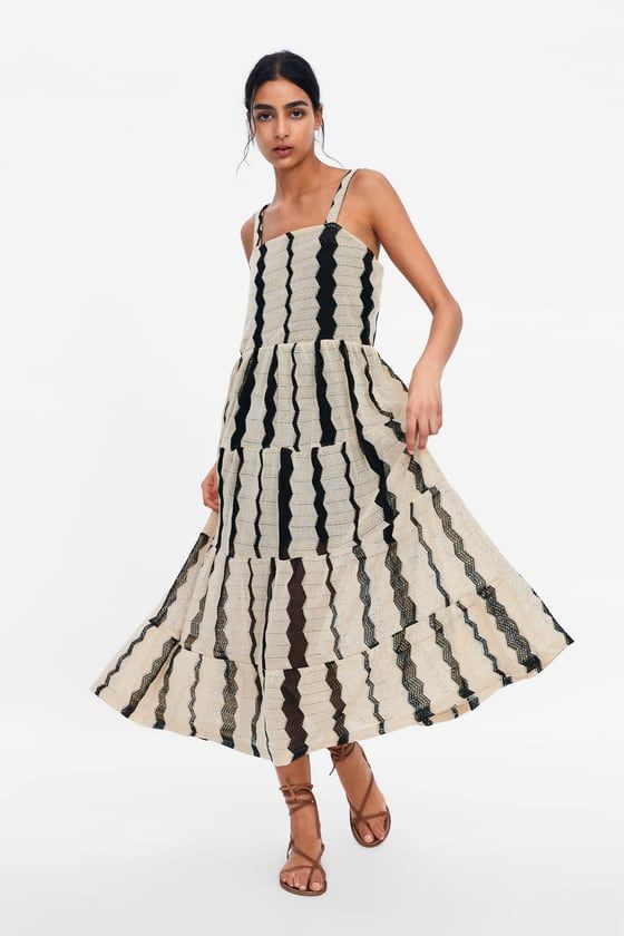 Zara  Γυναικεια  Φορεμα Με Σχεδιο Υφανσησ Και Ριγεσ