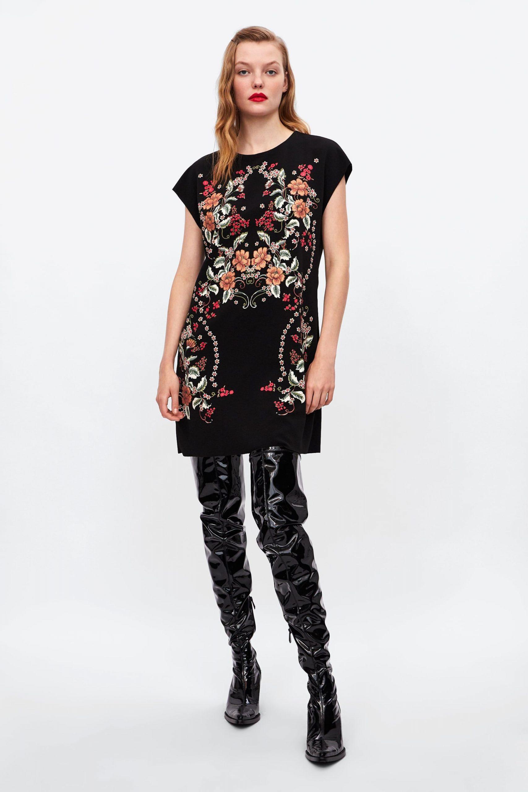 Zara  Sale  Kleid Mit Gummiertem Print  Kleider Für