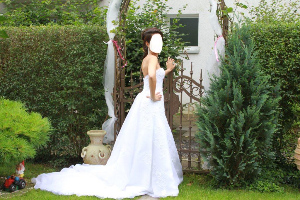 Zoro Hochzeitskleid Weiss Inkl Schleier  Brautkleid