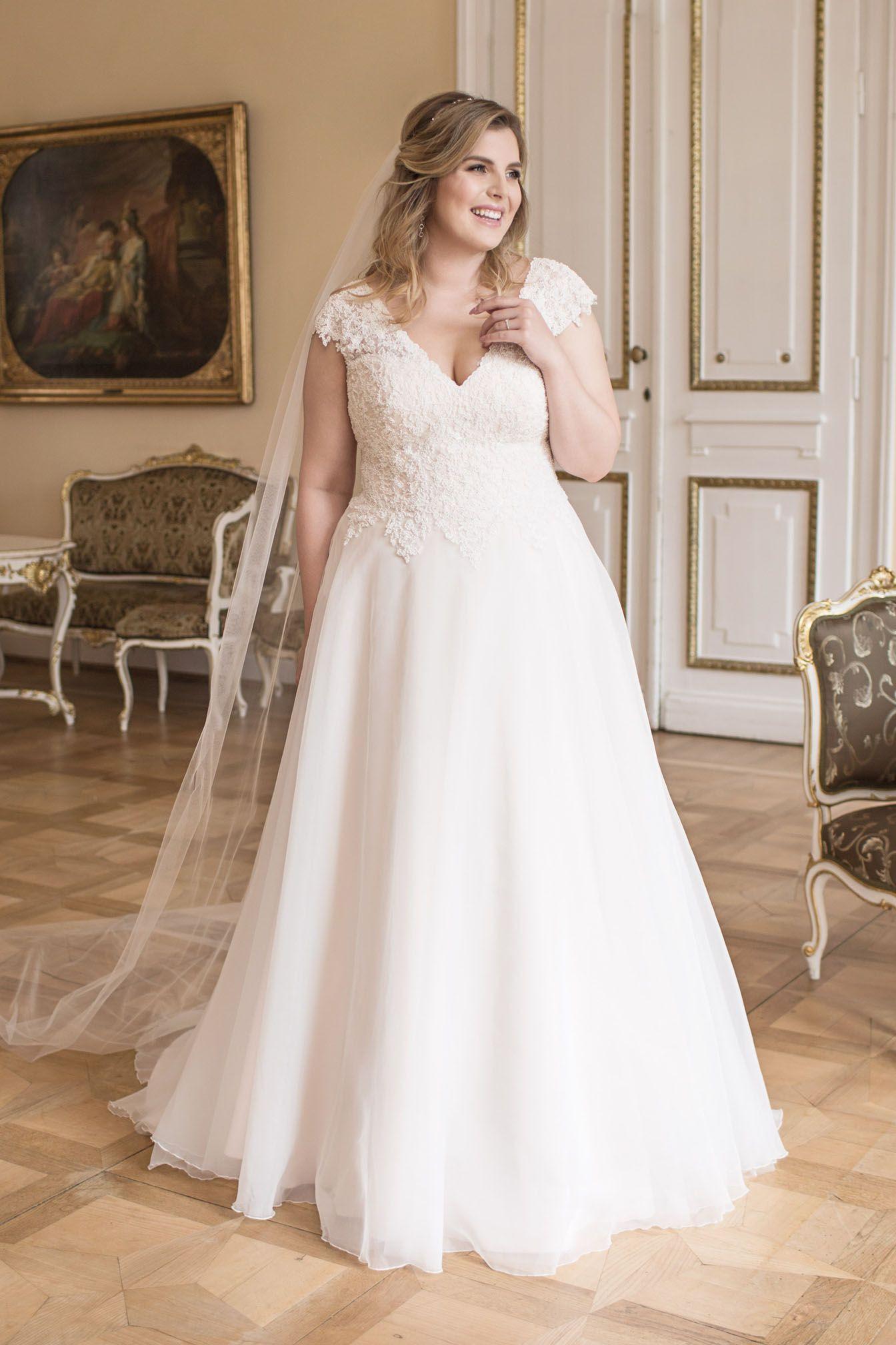 Brautkleid Für Die Cury Bride Von Lovely In 2020