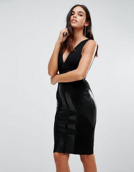 Enges Schwarzes Kleid Mit Rückenausschnitt