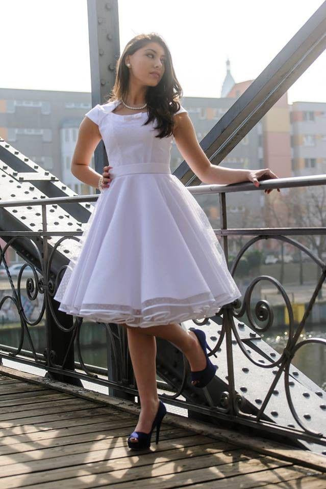 Hochzeitskleid Aus Edelsatin Weiß Altweiß Oder Schwarz