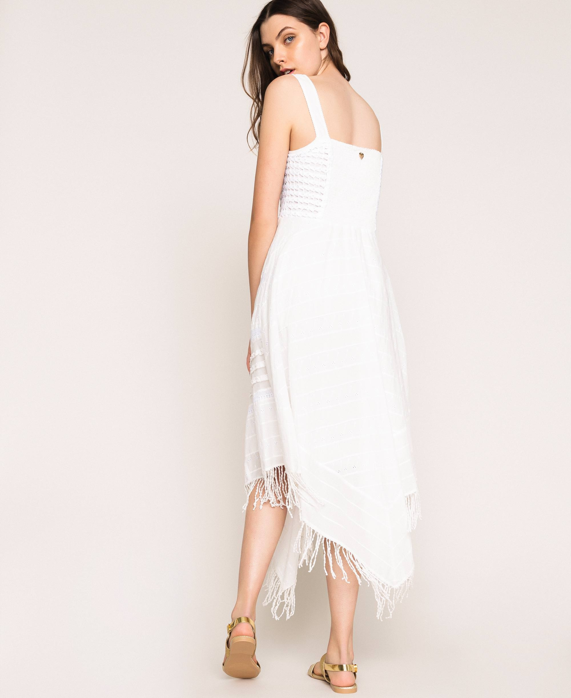 Kleid Mit Lochstickerei Und Häkelarbeit Frau Weiß